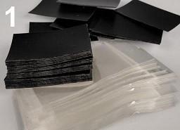 kartonček za uhane 5x8 cm, črne b., 1 kos