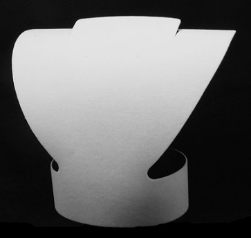 stojalo za nakit iz kartona - dekolte, 19x20.5 cm, bele b., 1 kos