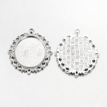 osnova za obesek - medaljon 61x48x3mm, b. starega srebra, brez niklja, velikost kapljice: 30x40 mm, 1 kos