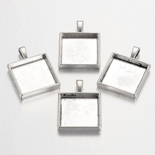 osnova za obesek - medaljon 32x24 mm, b. starega srebra, brez niklja, velikost kapljice: 20x20 mm, 1 kos