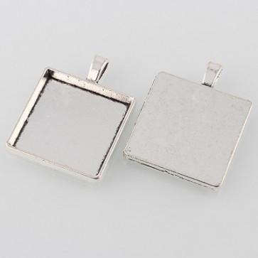 osnova za obesek - medaljon 37x29x4 mm, b. starega srebra, velikost kapljice: 25x25 mm, 1 kos
