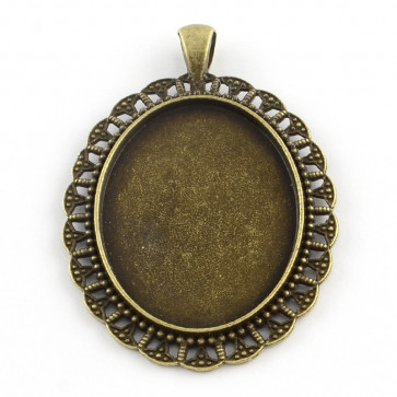 osnova za obesek - medaljon 61.5x42x2.5 mm, antik, brez niklja, velikost kapljice: 30x40 mm, 1 kos