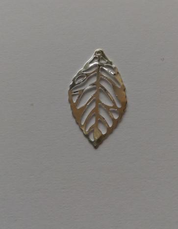 kovinski obesek 23,5 x 14 mm, list, srebrne b., 1 kos