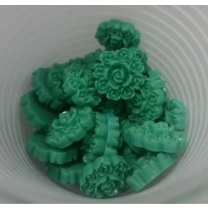 roža - umetna masa, vintage, 13x13 mm, debelina: 5 mm, zelena, 1 kos