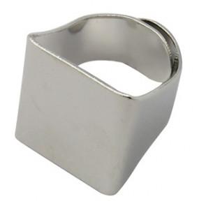 osnova za prstan s ploščico 19 x 20 mm, premer nastavljivega obročka: 17 x 19, platinaste b., 1 kos