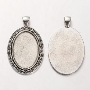 osnova za obesek - medaljon 47x29x2 mm, b. starega srebra, velikost kapljice: 30x20 mm, 1 kos
