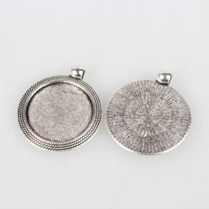 osnova za obesek - medaljon 37x32x2mm, barva starega srebra, velikost kapljice: 25 mm, 1 kos