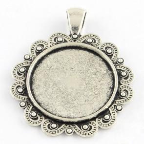 osnova za obesek - medaljon 44x35x2.5 mm, barva starega srebra, velikost kapljice: 25 mm, 1 kos