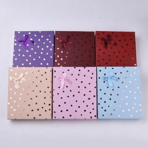 darilna embalaža za nakit, 19.5x16x3.2 cm, t. rdeča s pikami, 1 kos