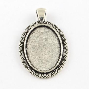 osnova za obesek - medaljon 46x28x2.5 mm, b. starega srebra, velikost kapljice: 20x30 mm, 1 kos