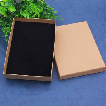 darilna škatla (črna podloga v notranjosti) 12,5x18x3 cm,  naravna b., 1 kos