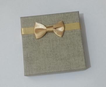 škatla iz jute (za zapestnico) 8.8x8.8x2.2cm, siva, 1 kos