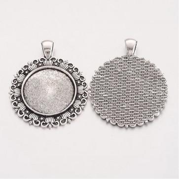 osnova za obesek - medaljon 48x39x2.5 mm, barva starega srebra, velikost kapljice: 25 mm, 1 kos