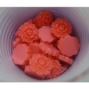 roža - umetna masa, vintage, 13x13 mm, debelina: 5 mm, roza, 1 kos
