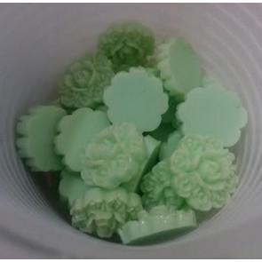 roža - umetna masa, vintage, 13x13 mm, debelina: 5 mm, sv. zelena, 1 kos