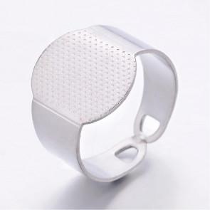 osnova za prstan s ploščico 15x11 mm, premer nastavljivega obročka: 16 mm, platinaste barve, 1 kos