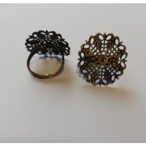 osnova za prstan z ornamentom 25 mm, premer nastavljivega obročka: 17~18 mm, antik, 1 kos