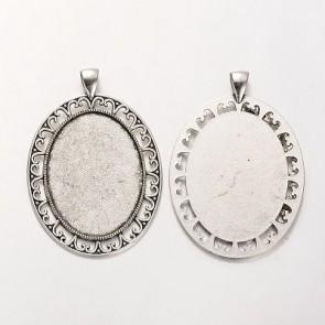 osnova za obesek - medaljon 61x42x2 mm, b. starega srebra, velikost kapljice: 30x40 mm, 1 kos