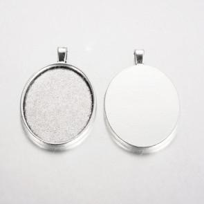 osnova za obesek - medaljon 52x33x3 mm, b. starega srebra, velikost kapljice: 30x40 mm, 1 kos