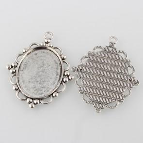 osnova za obesek - medaljon 63x49x3 mm, b. starega srebra, velikost kapljice: 30x40 mm, 1 kos