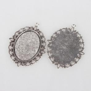 osnova za obesek - medaljon 61x47x2 mm, b. starega srebra, velikost kapljice: 30x40 mm, 1 kos