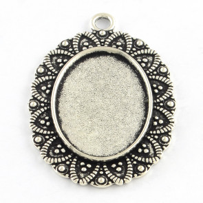 osnova za obesek - medaljon 41x29x2,5 mm, barva starega srebra, velikost kapljice: 25x18 mm, 1 kos