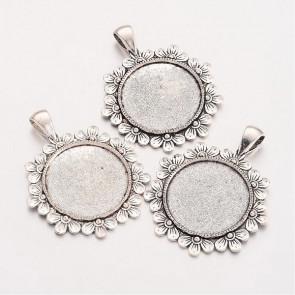 osnova za obesek - medaljon 47x38x2.5 mm, barva starega srebra, velikost kapljice: 25 mm, 1 kos