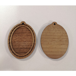 osnova za obesek - medaljon 53x40x5 mm, lesen, velikost kapljice: 30x40 mm, 1 kos